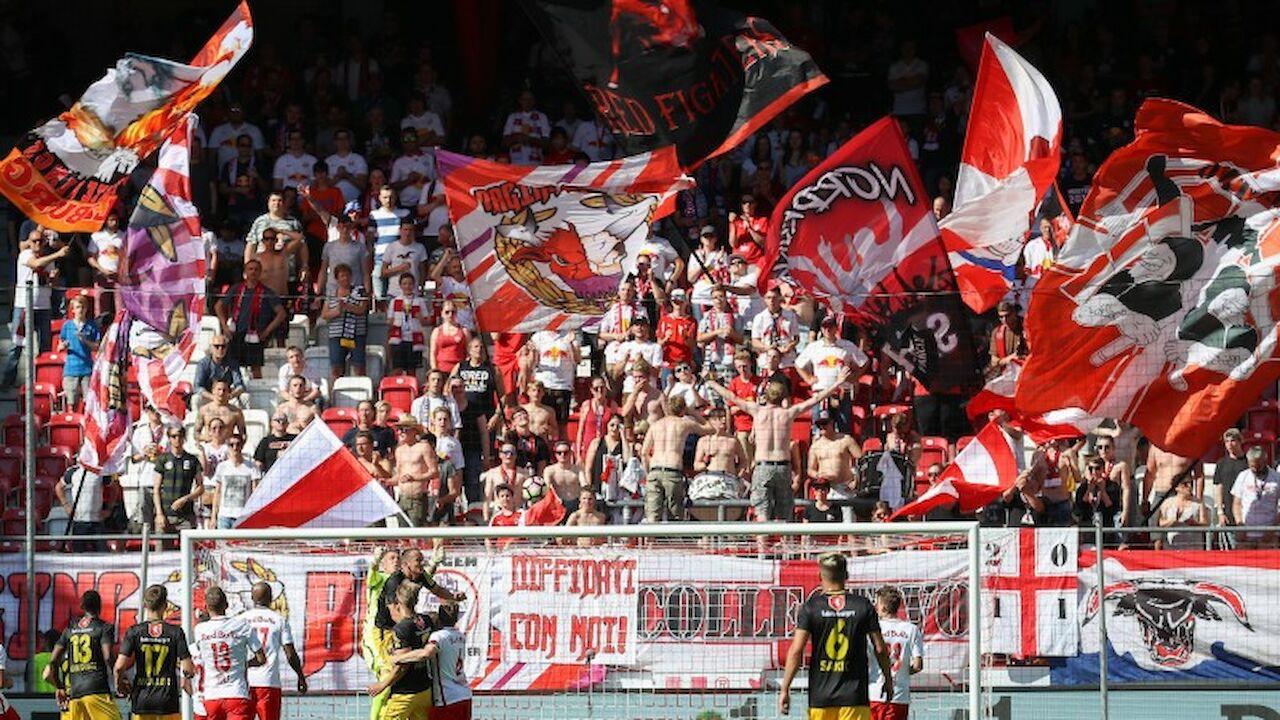 Die offizielle Webseite des FC Red Bull Salzburg! Angeboten werden aktuelle News und Hintergrundinformationen zum Verein und den Teams, eine interaktive ..