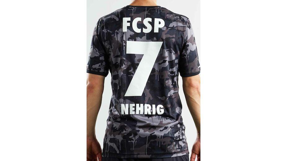 662b7ba4af7 ... FC St. Pauli stellt neue Trikots von Under Armour vor ...